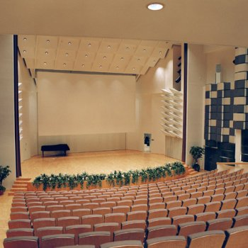 Raahesali concert hall and stage takes in 416 persons