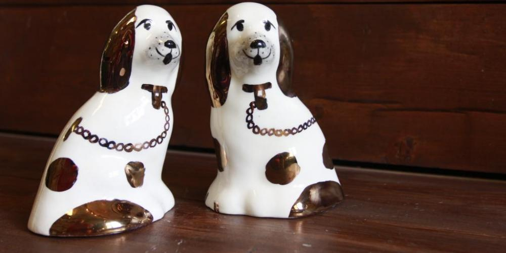 The Raahe dogs were inspired by the English Staffordshire dogs.