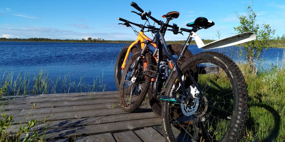 cross-country bikes by a lake