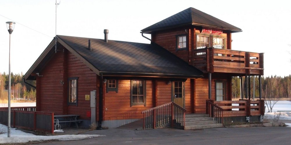 Log house grill-cafe by the lake in Raahe
